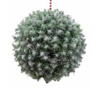 Новогодний шар из искусственной хвои с белыми кончиками