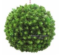 Новогодний шар из искусственной хвои с зелеными кончиками